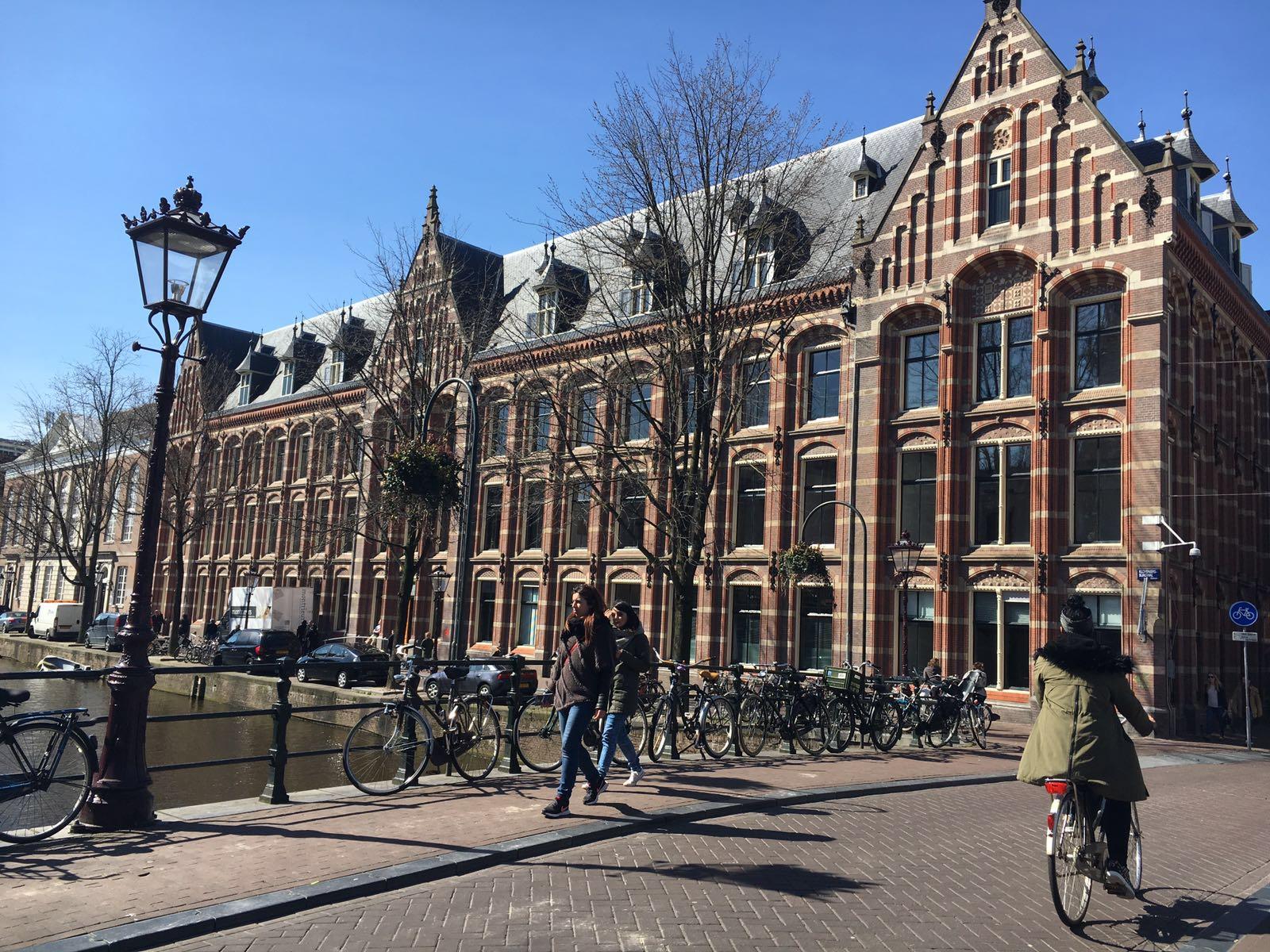 De Duitslanddesk is gevestigd in het Oost-Indisch-Huis in Amsterdam.