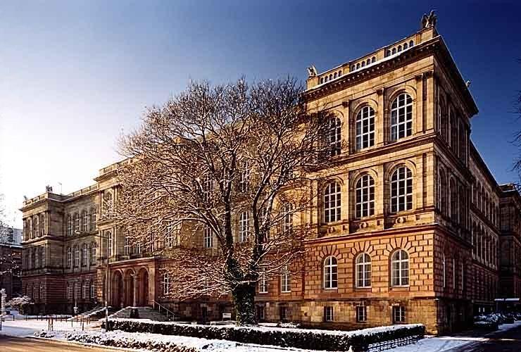 RWTH Aachen, Hauptgebäude © Hendrik Brixius