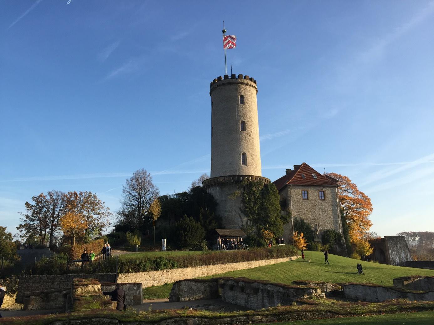 De Sparrenburg, het symbool van Bielefeld (Foto: Frans Hetyey)