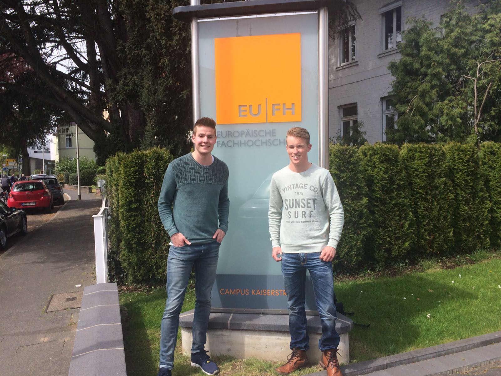 Arno Vervloed en Nick Verbraeken bij de Europäische Fachhochschule in Brühl.