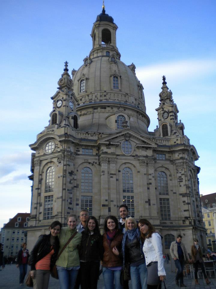 Voor de bekende Frauenkirche in Dresden (Foto: Alicia Suiker)