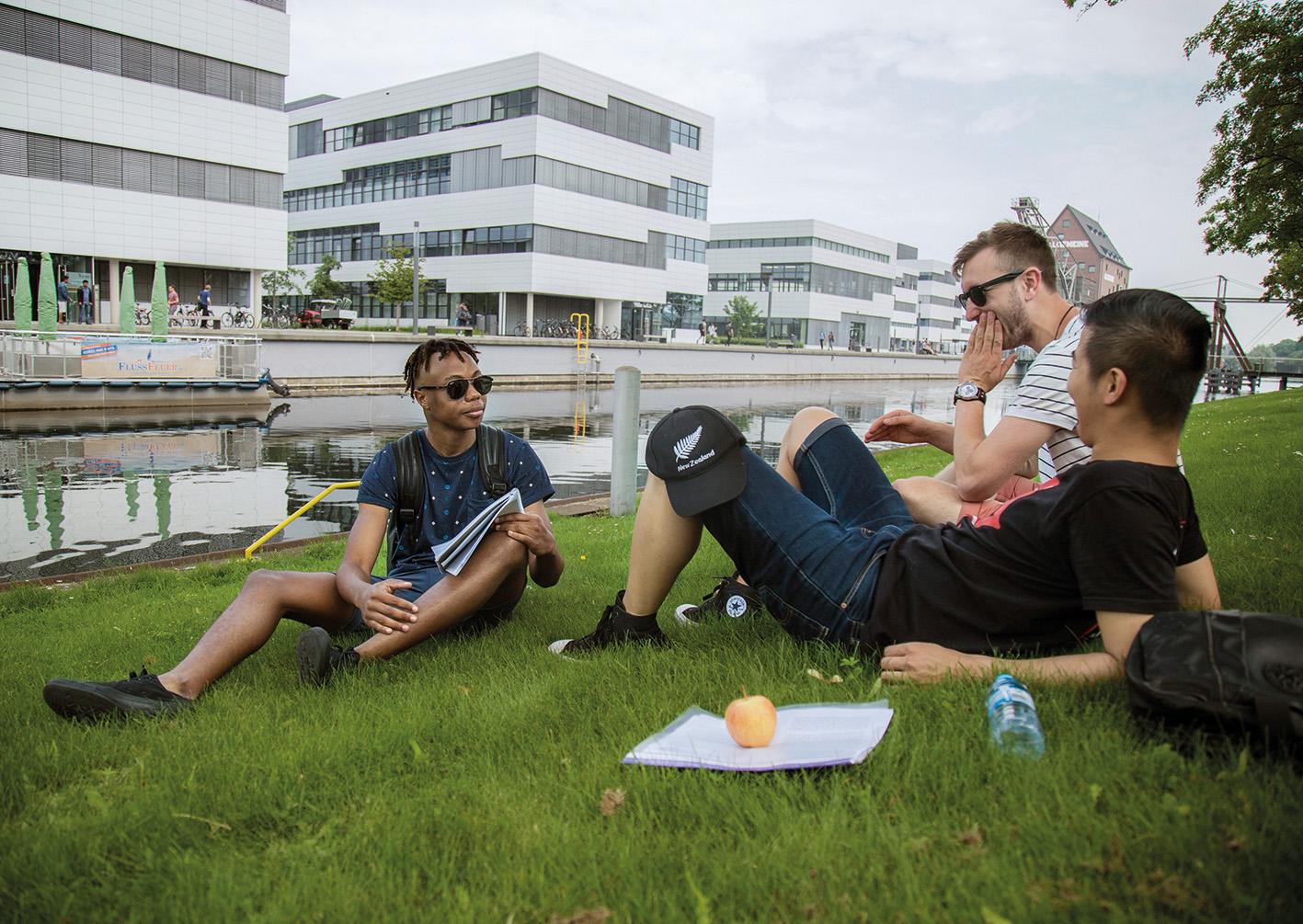 Studenten aan de Hochschule Rhein-Waal ©HSRW