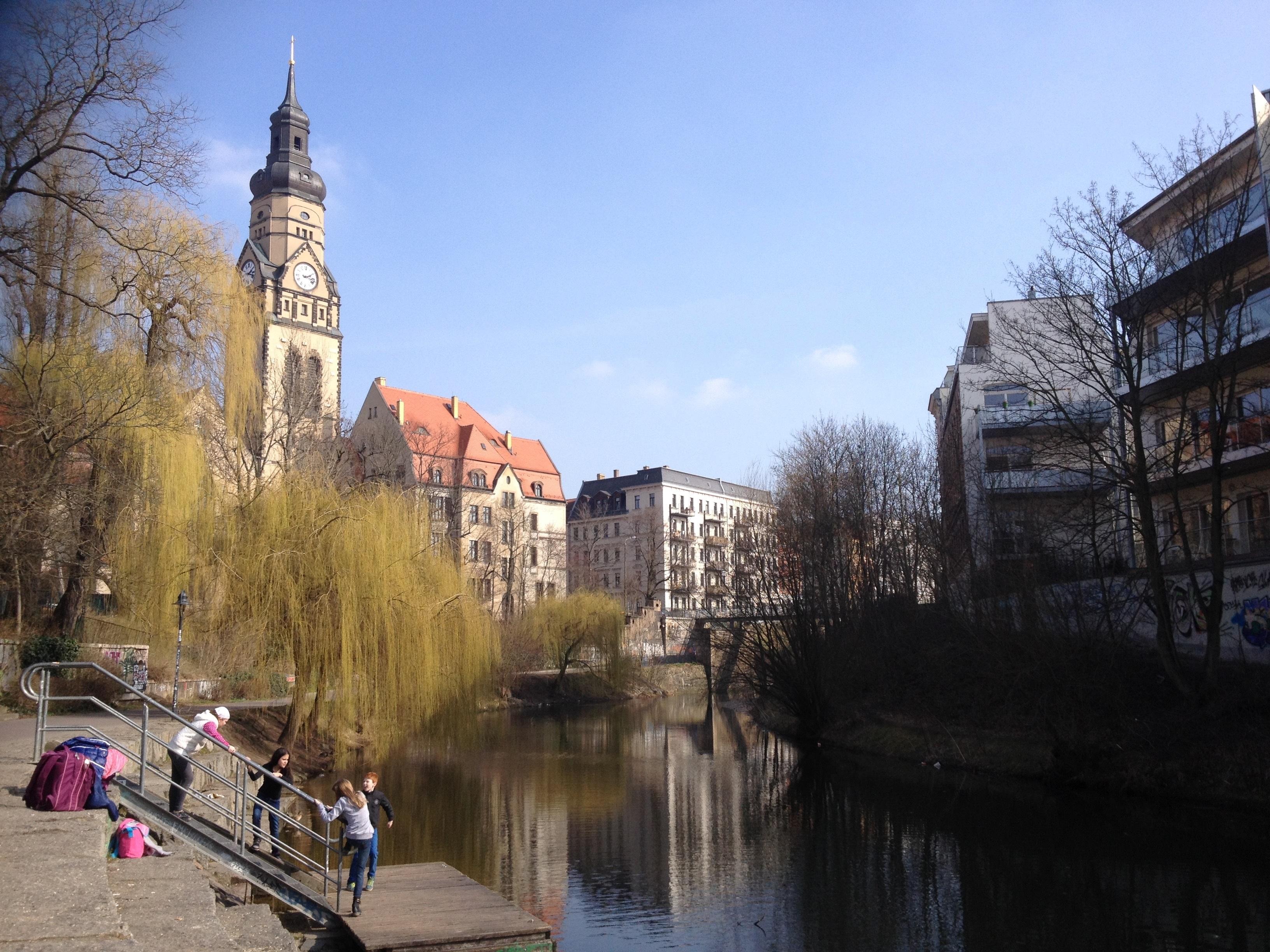 Karl-Heine Kanal: een deel van de mooie fietsroute van de woning van Paulien naar het Herzzentrum en een typisch gezicht van het waterrijke Leipzig.