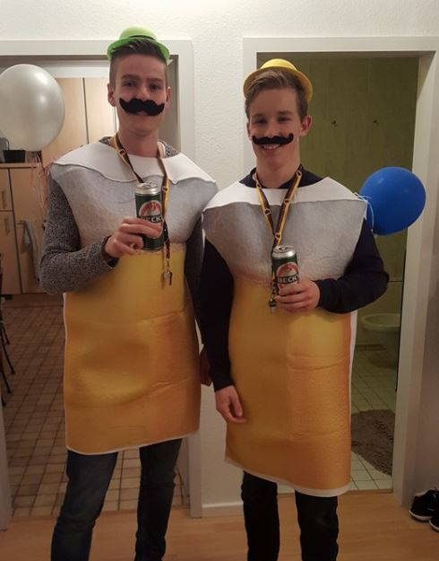 Arno en Nick tijdens het Carnaval in Keulen. De manier om te integreren!
