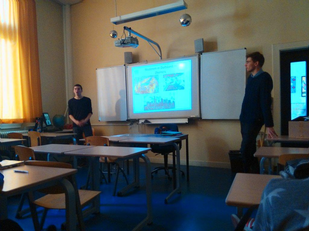 Studentenambassadeurs Cars en Thomas te gast in Hilversum.