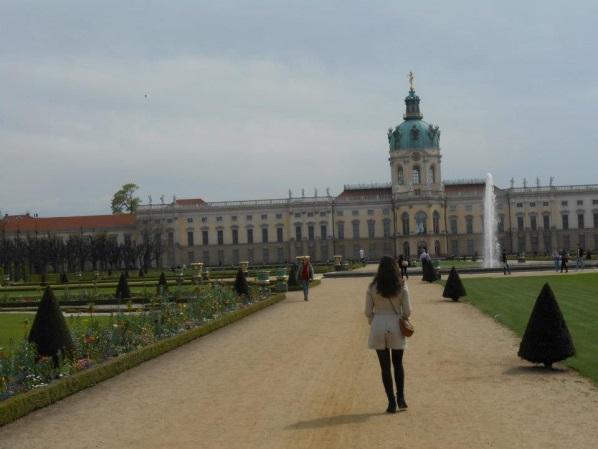 Nikki bij Schloss Charlottenburg in Berlijn.