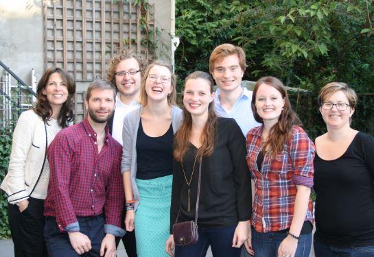 Studentenambassadeurs Max, Romy, Nora, Rob en Jesicca met medewerkers van de Duitslanddesk