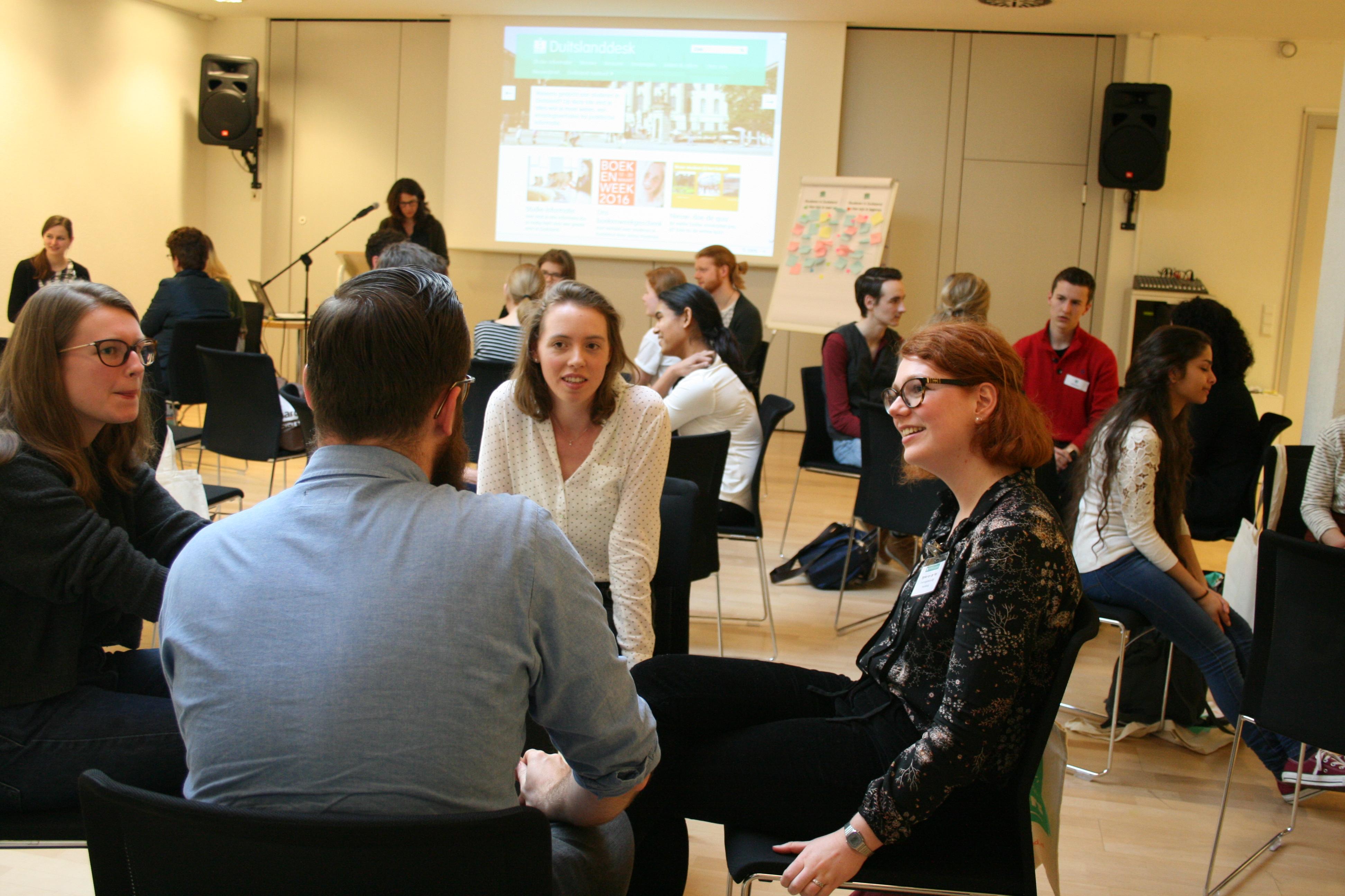 In gesprek met ervaringsdeskundigen tijdens de workshop in maart 2016.