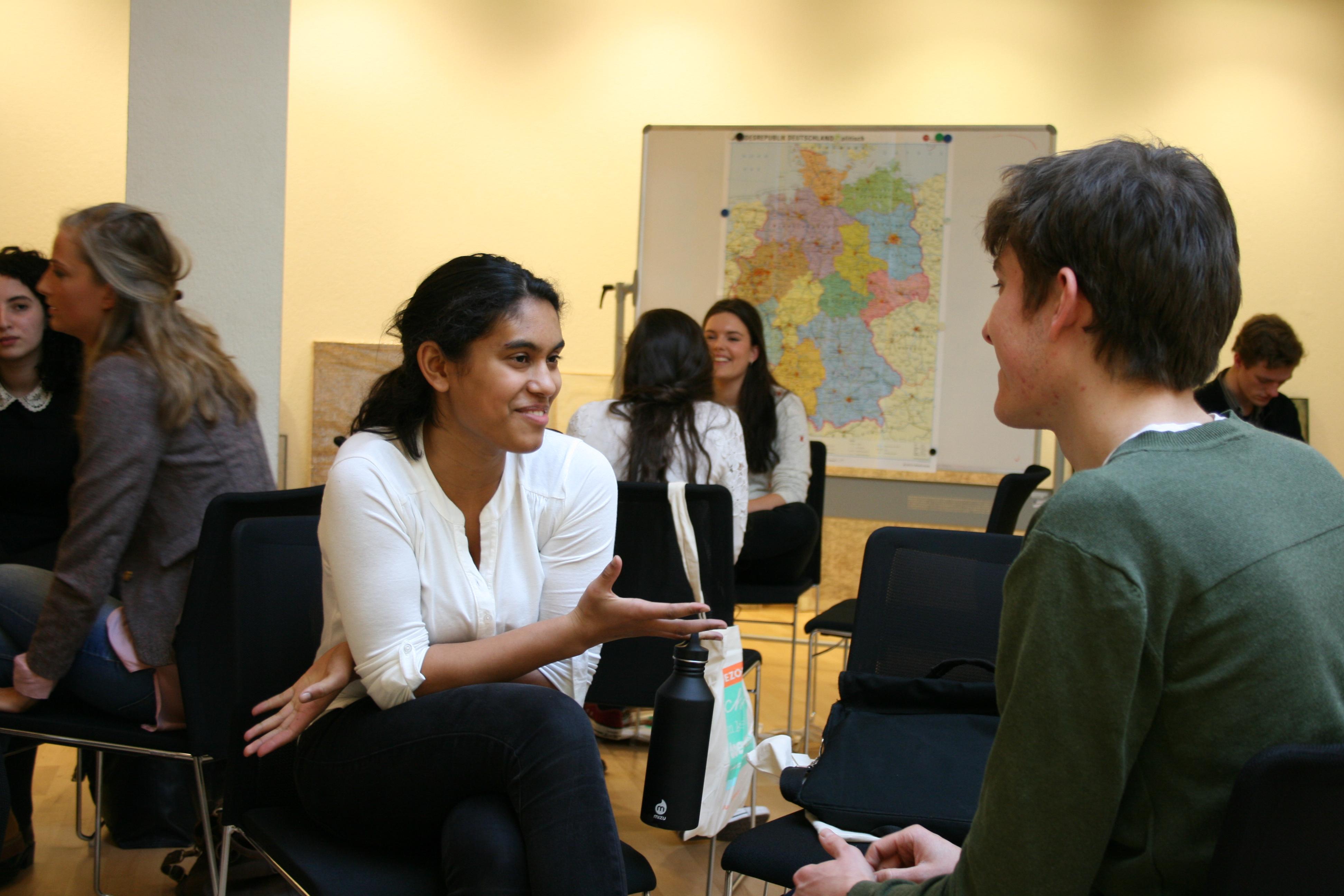 Studenten in gesprek met ervaringsdeskundigen tijdens onze workshop.