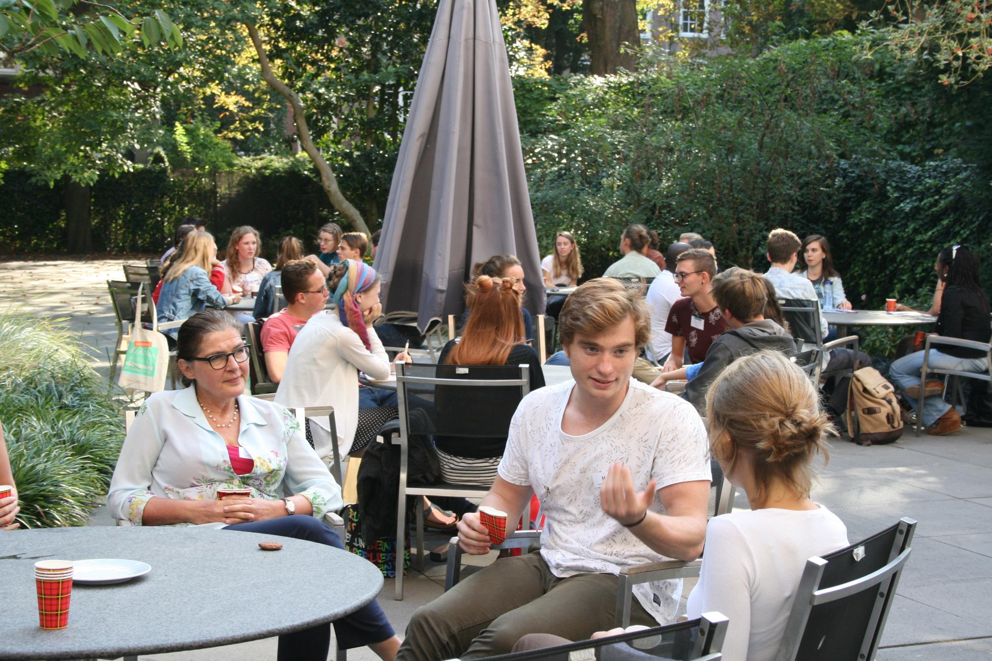 Deelnemers in gesprek met ervaringsdeskundigen tijdens onze workshop in september.
