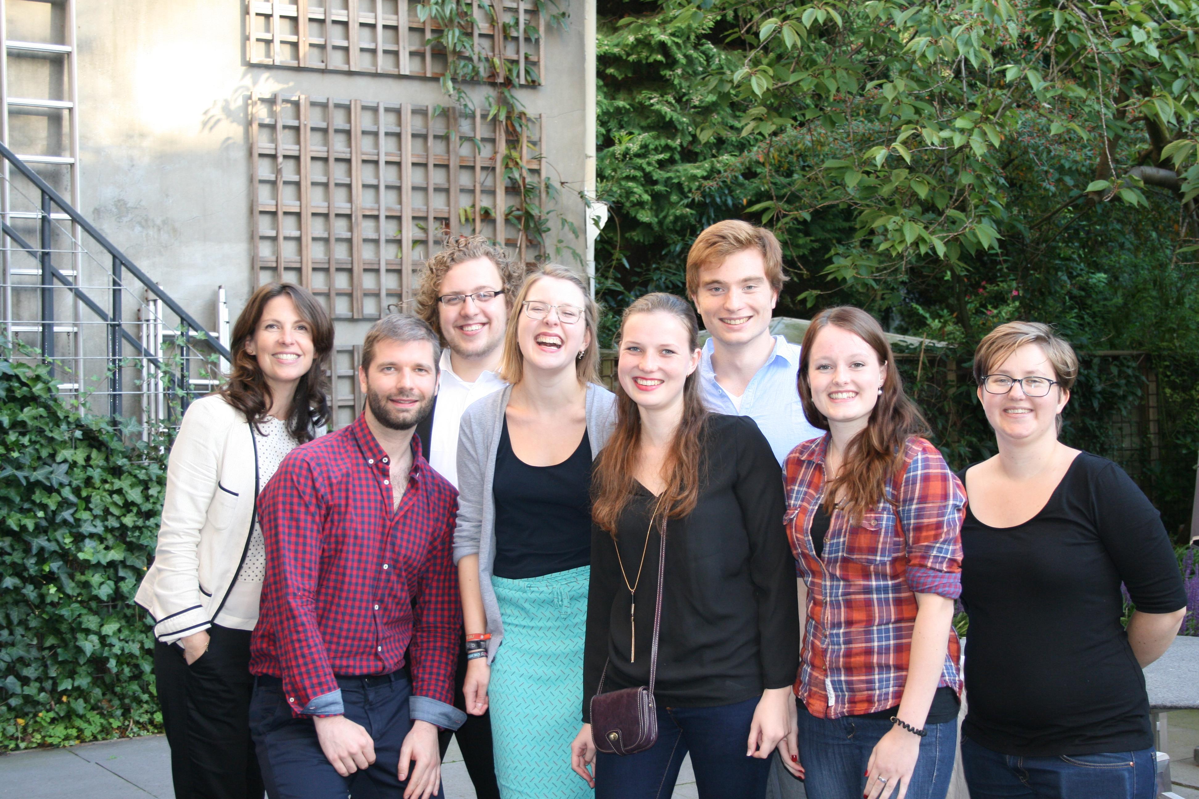 Studentenambassadeurs Max, Nora, Rob en Jesicca met medewerkers van de Duitslanddesk